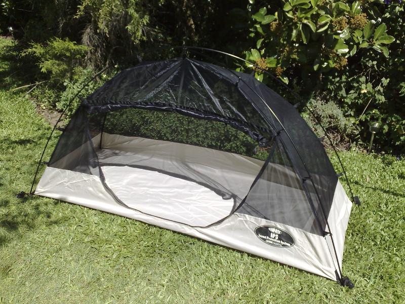Tente plume avec moustiquaire intégrale et une large ouverture